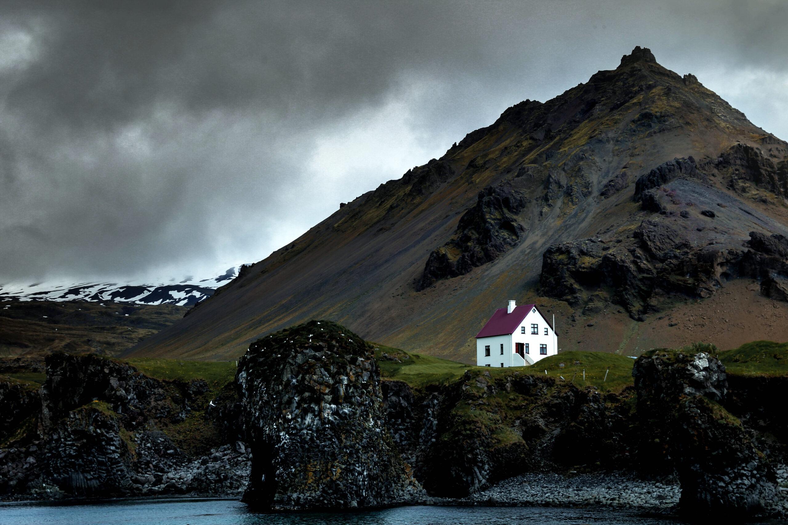 Исландия самая маленькая арктическая классическая страна