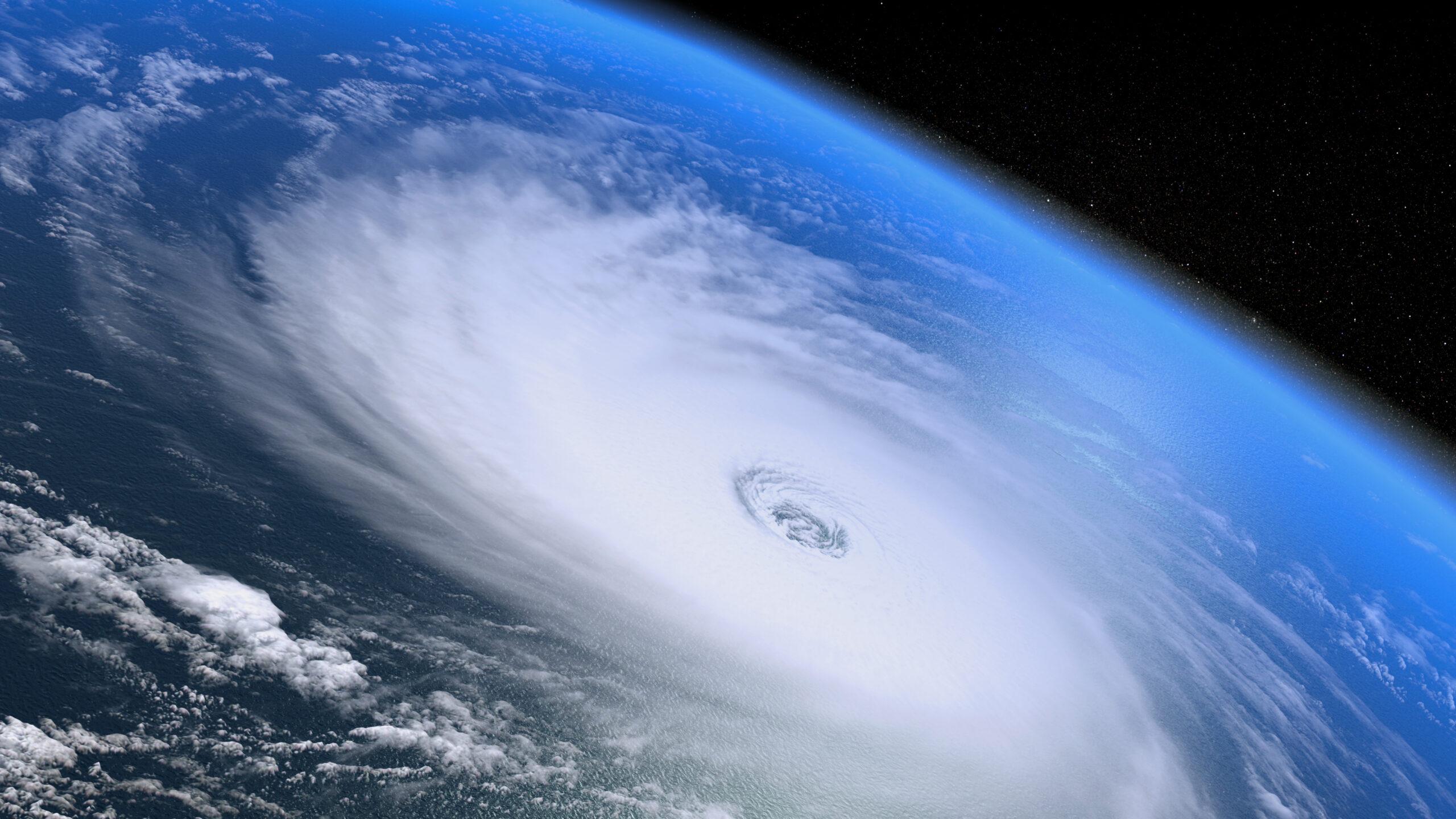 Огромный торнадо из космоса