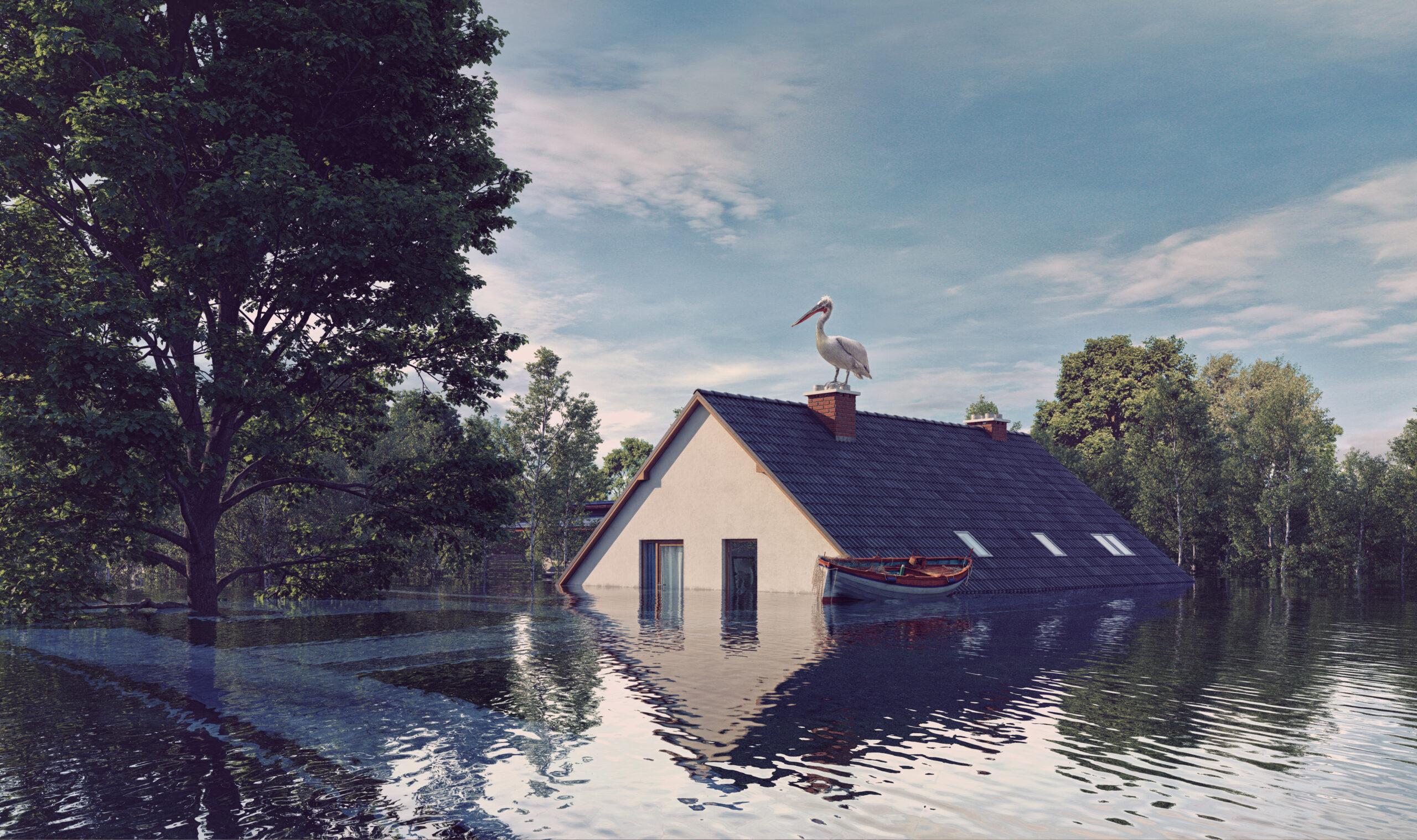 Затопленный наводнением дом